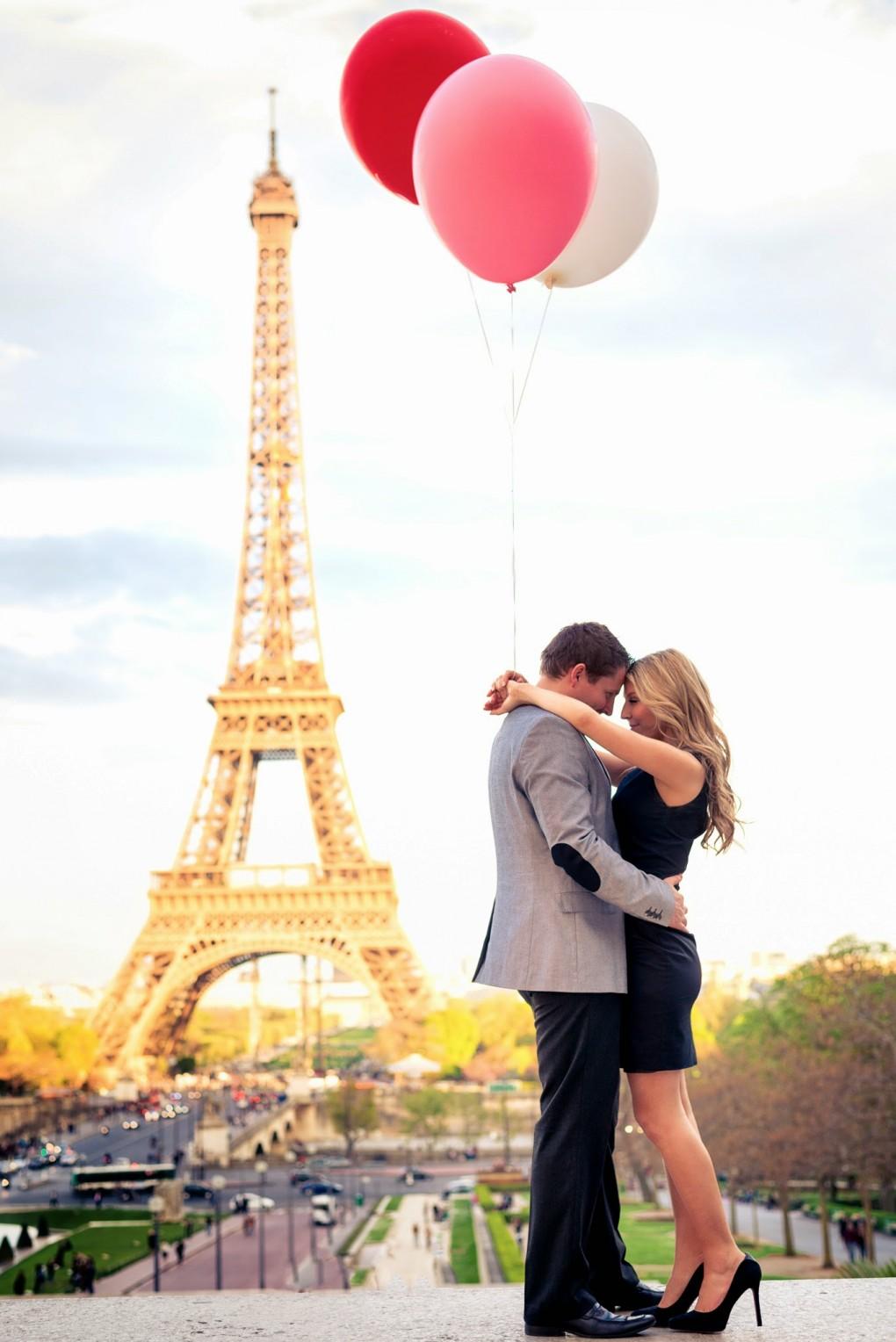 Paris couple honeymoon