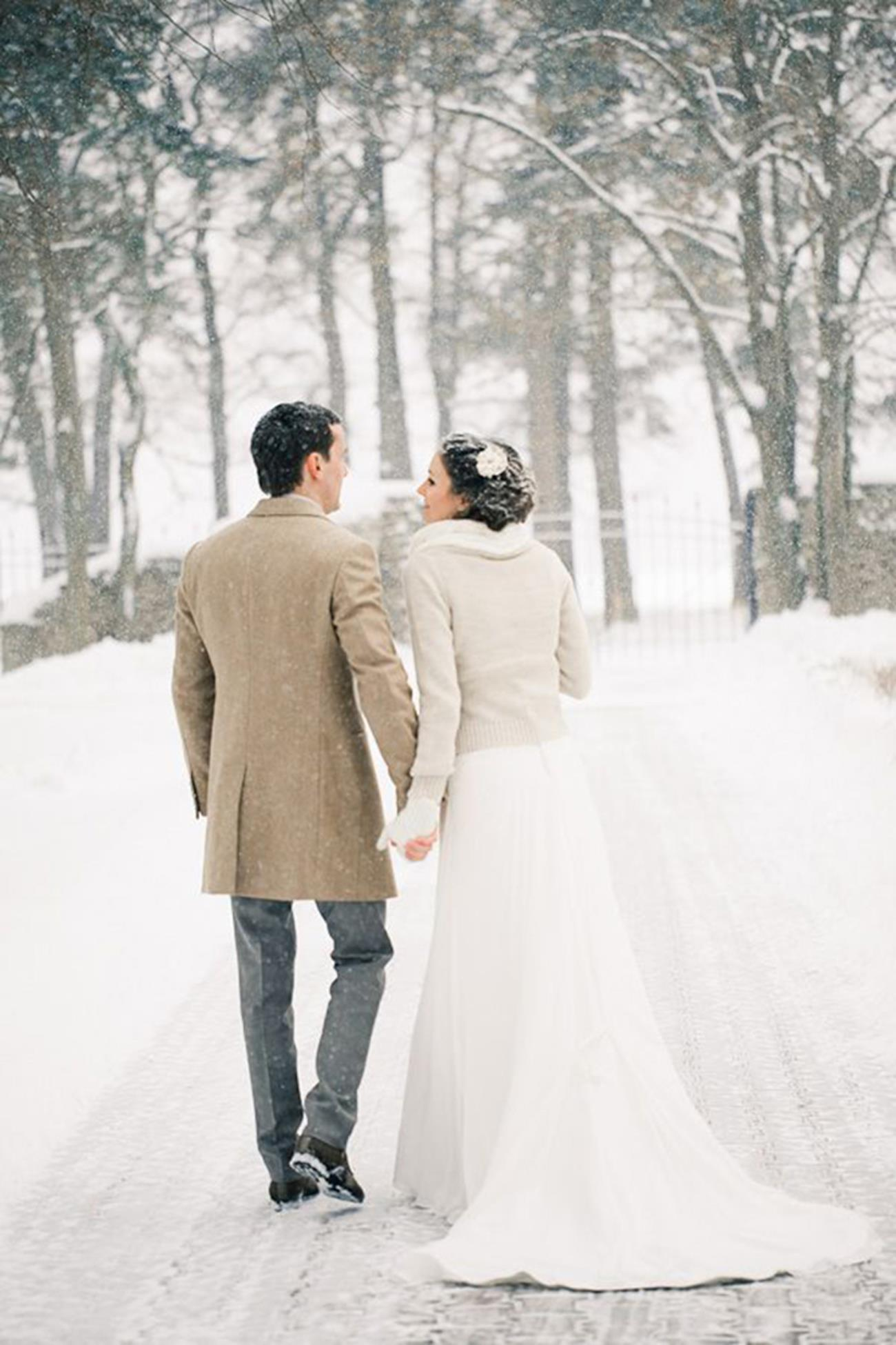 Winter wedding snow couple