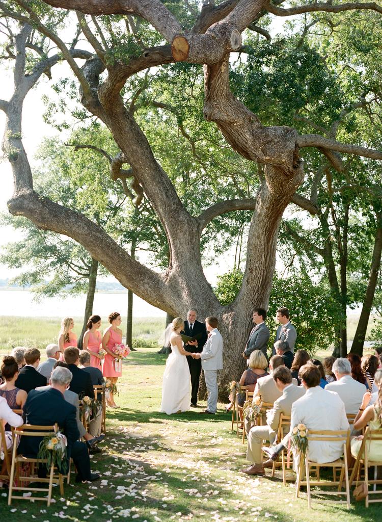 Uneven bridal party ceremony