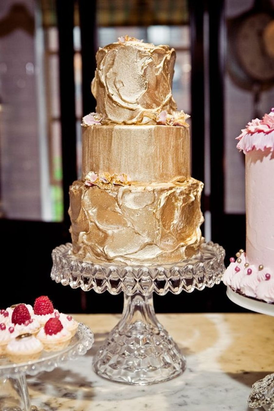 TREND ALERT: GOLD WEDDING CAKES | SocialAndPersonalWeddings ie