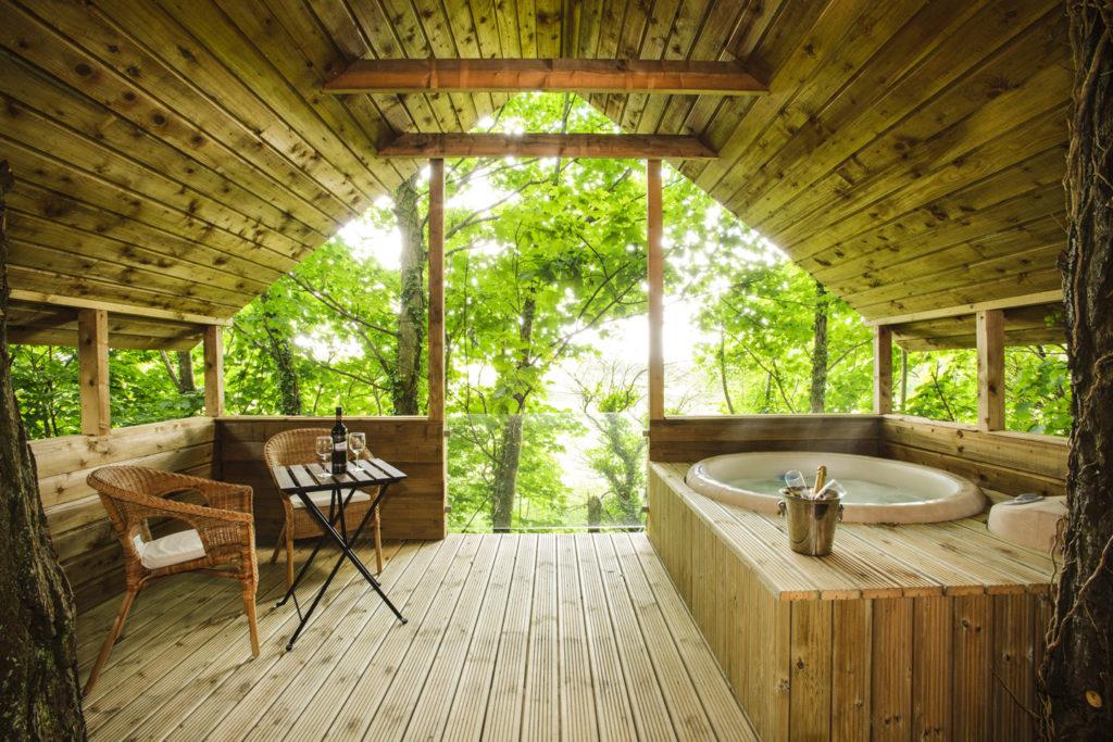 Luxury Irish Treehouse minimoon in Grove House